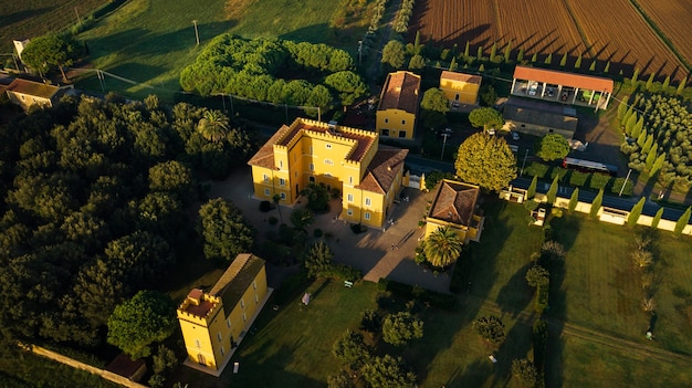 トスカーナ地方の古い黄色い別荘の上面図
