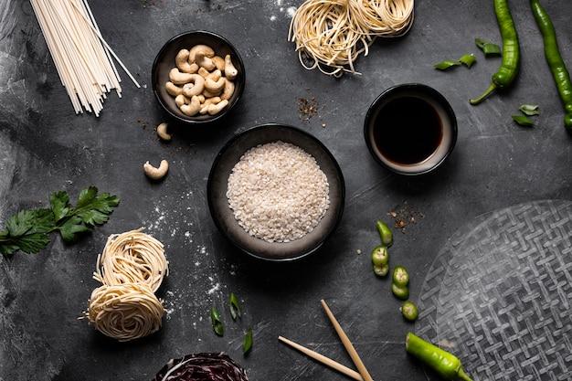 Вид сверху концепции азиатских пищевых ингредиентов