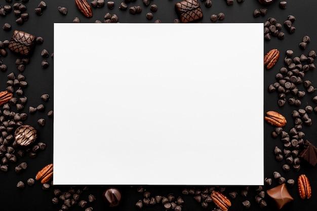 コピースペースとチョコレート菓子の品揃えの上面図