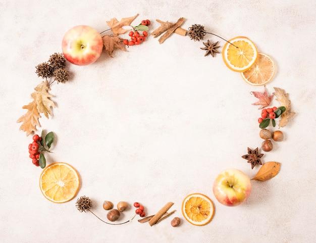 コピースペースと柑橘類と秋のフレームのトップビュー