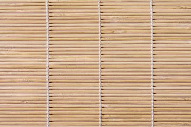 Вид сверху бамбуковой циновки стола
