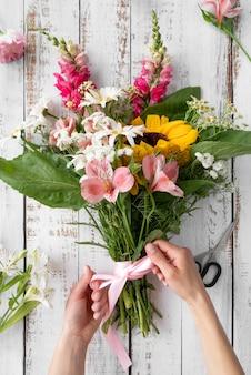 Вид сверху красивый букет цветов