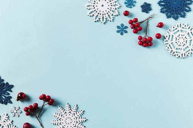 Вид сверху красивой зимы с копией пространства