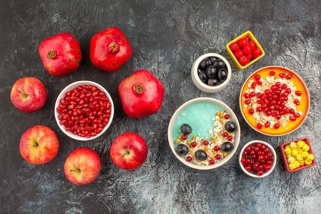 ベリーりんごザクロカラフルなベリーオートミールの上面図