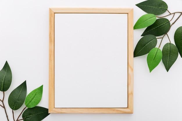 Вид сверху пустого меню с листьями