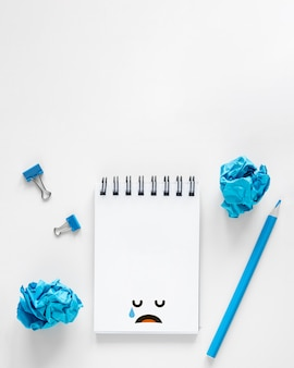 Вид сверху концепции синего понедельника с копией пространства
