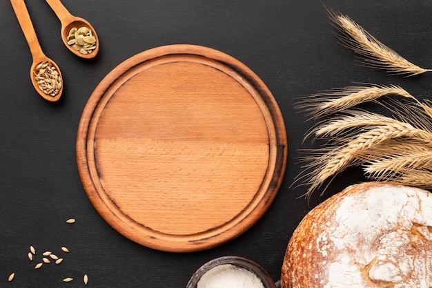 Вид сверху на хлеб с копией пространства