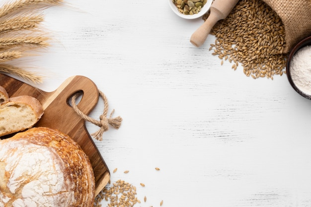 Вид сверху концепции хлеба с копией пространства