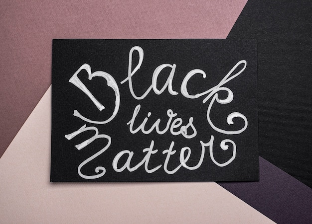 ブラック・ライヴズ・マター・スローガンのカードの上面図