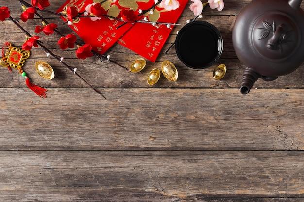 Вид сверху концепции китайского нового года на деревянном столе
