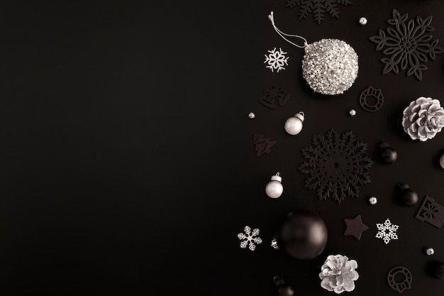 Вид сверху рождественских украшений с копией пространства