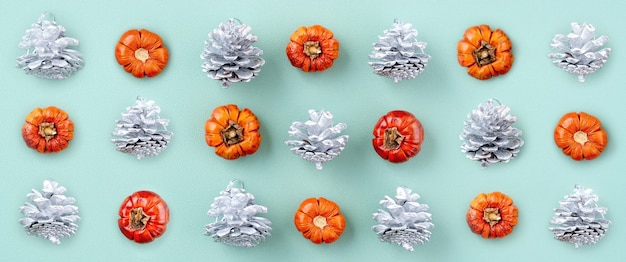 Вид сверху рождественской праздничной композиции из праздничного орнамента