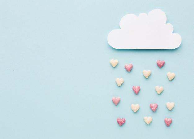 발렌타인 하트와 구름의 상위 뷰