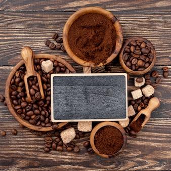Вид сверху концепции кофе на деревянный стол