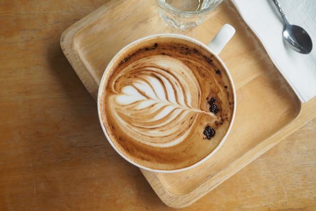 카페에서 커피의 상위 뷰