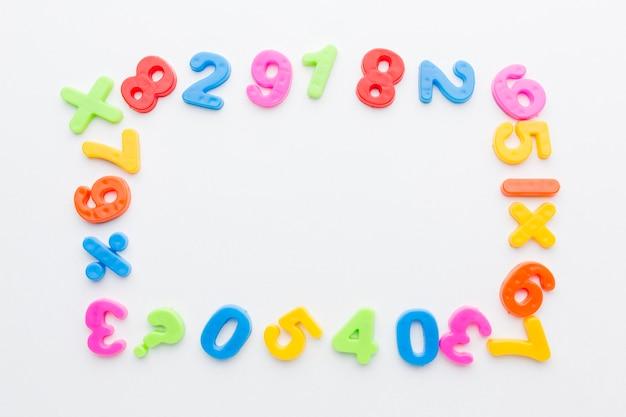 Взгляд сверху красочной концепции рамки номеров