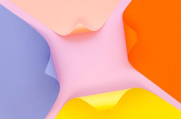 角のあるカラフルな紙のジオメトリの平面図