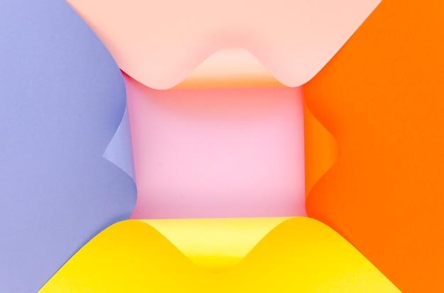 Вид сверху цветной бумаги геометрии