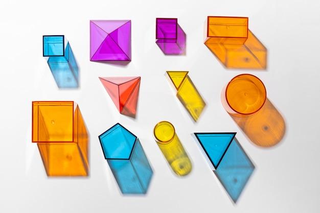 カラフルな半透明の形の上面図