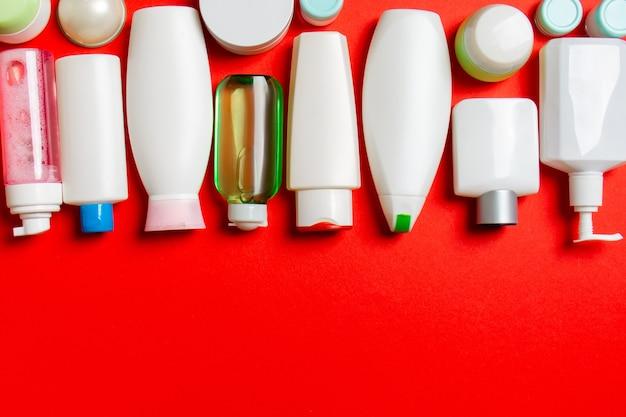 色付きの表面の化粧品ボトルの上面図