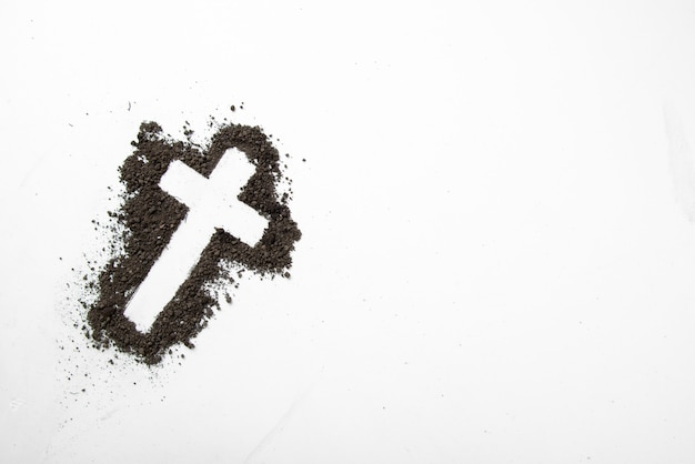 白地に暗い土の上面十字形