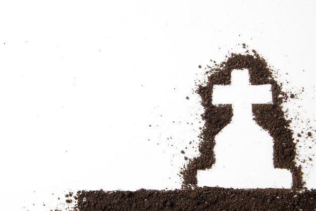 어두운 흙과 십자가 모양의 상위 뷰