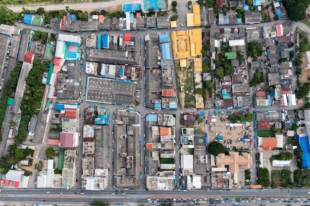 붐비는 상업용 건물 및 농촌 지역의 주거용 및 지역의 도로 교통량의 평면도