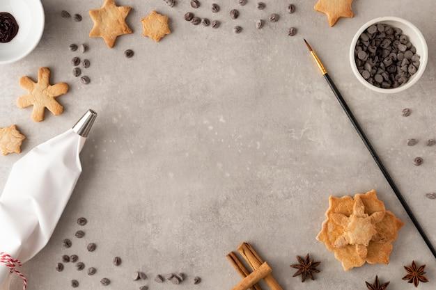 Вид сверху вкусного печенья с копией пространства