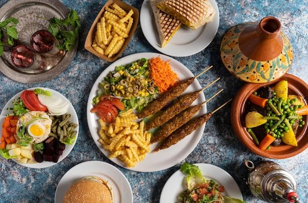 Вид сверху вкусных блюд марокканской кухни