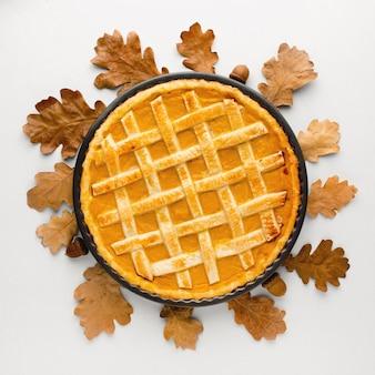 Вид сверху вкусного тыквенного пирога на день благодарения
