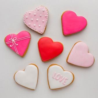 Вид сверху вкусного печенья на день святого валентина