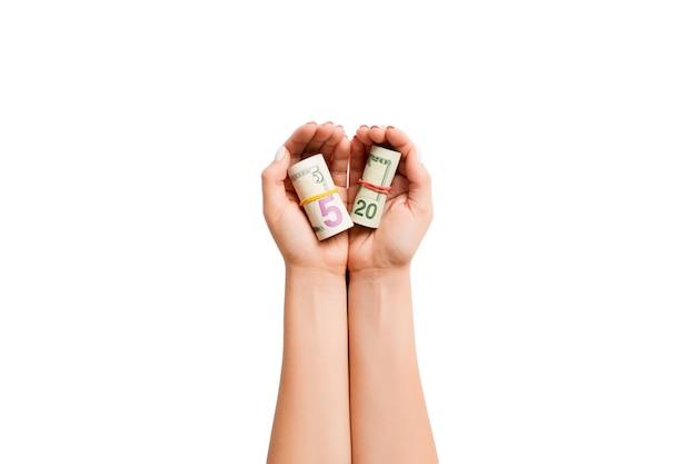격리 된 흰색 배경에 여성 손에 달러의 상위 뷰