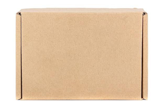 白い背景で隔離の閉じたふたと平らな茶色のカートンボックスの上面図
