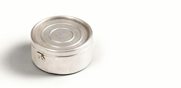 白で隔離の食品金属缶詰の上面図
