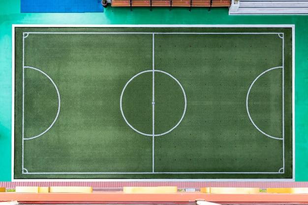 축구장의 상위 뷰, 흰색 테두리가있는 축구장