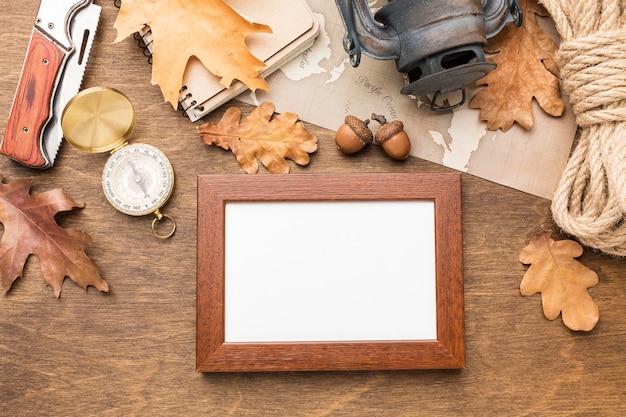 秋の必需品とフレームのトップビュー