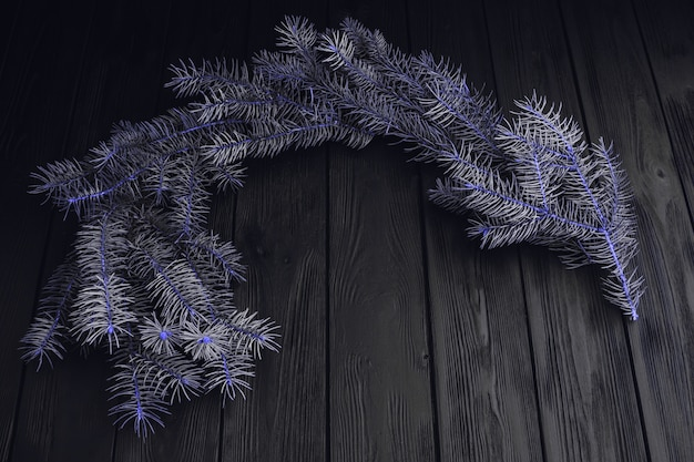 木製の背景に毛皮木の枝とボールフレームのトップビュー