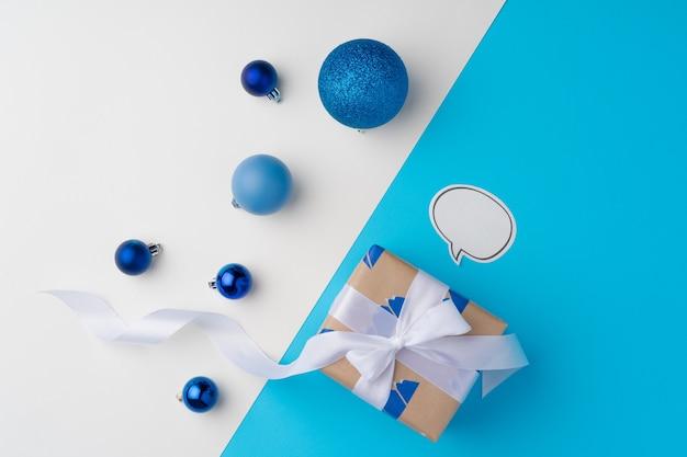 블루 리본 선물 상자의 상위 뷰