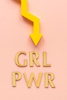 여성의 날 화살표가있는 소녀 파워의 상위 뷰