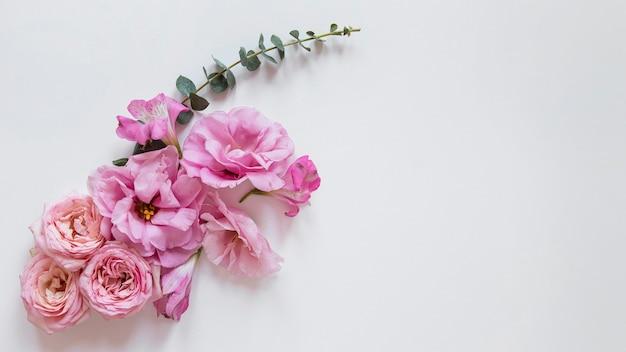 Вид сверху великолепной цветочной композиции Бесплатные Фотографии