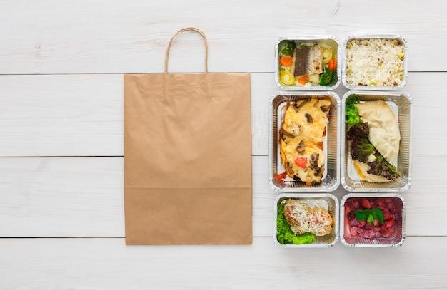 건강 식품의 상위 뷰 상자에 빼앗아