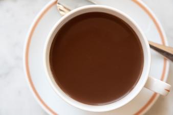 カップでのホットチョコレートの上面図