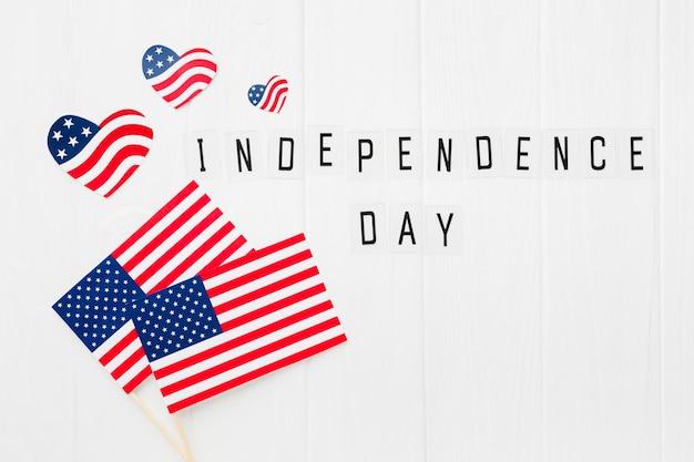 Вид сверху на день независимости американские флаги