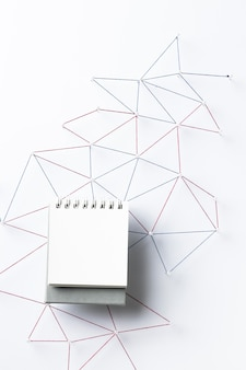Вид сверху сети интернет-связи с ноутбуком