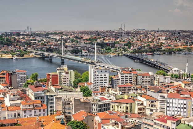 Вид сверху на город стамбул и мост ататюрка в турции