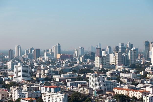 Вид сверху на пейзаж с видом на городской пейзаж на здание, пейзаж города в городской жизни бангкока, таиланд.