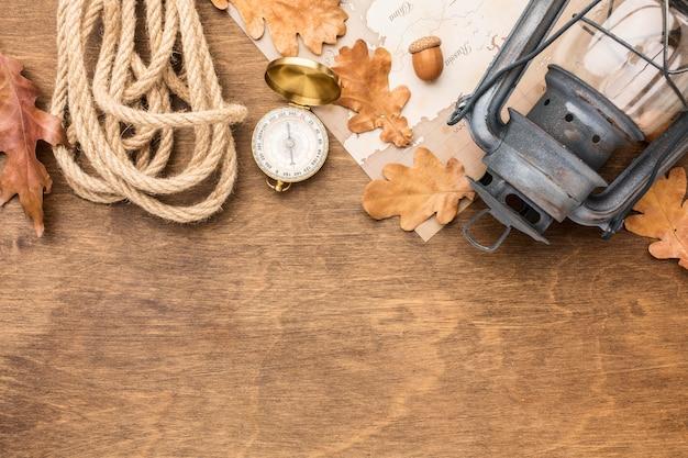ロープと秋の紅葉のランタンのトップビュー