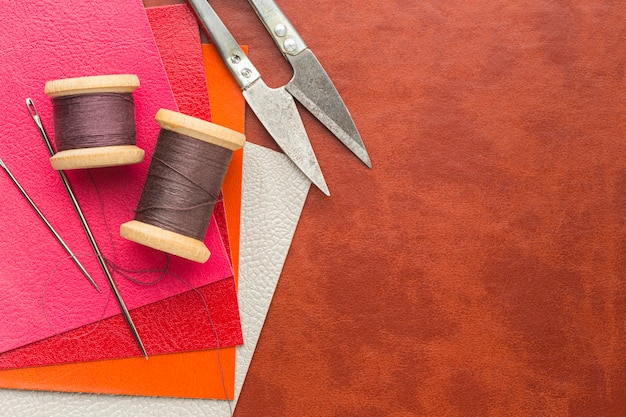 糸とはさみで革の上面図