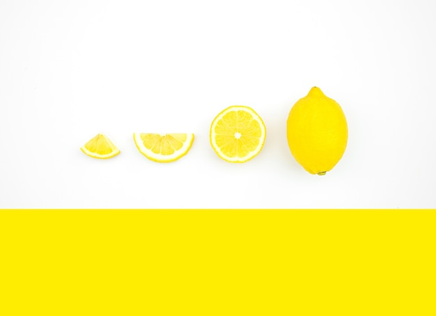 色の背景にレモンの上面図