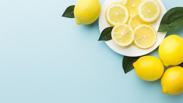 Вид сверху лимонов с копией пространства